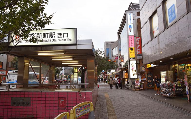 【画像2】桜新町駅前。広い歩道が整備され、商店が連なるにぎやかな雰囲気(写真撮影/小野洋平)