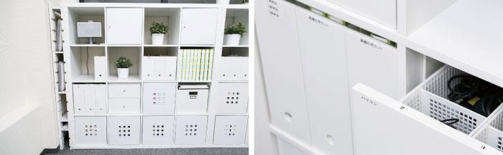 【画像6】スタッフの方々が使うパソコンやケーブル、文具、書類を一手に収納している白い棚。ラベリングでどこに何があるのか分かりやすくしています(写真撮影/大西尚明)