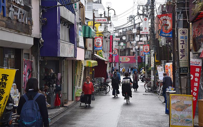 【画像3】上板橋駅前。昔ながらの商店街には生活の匂いが漂う(写真撮影/小野洋平)