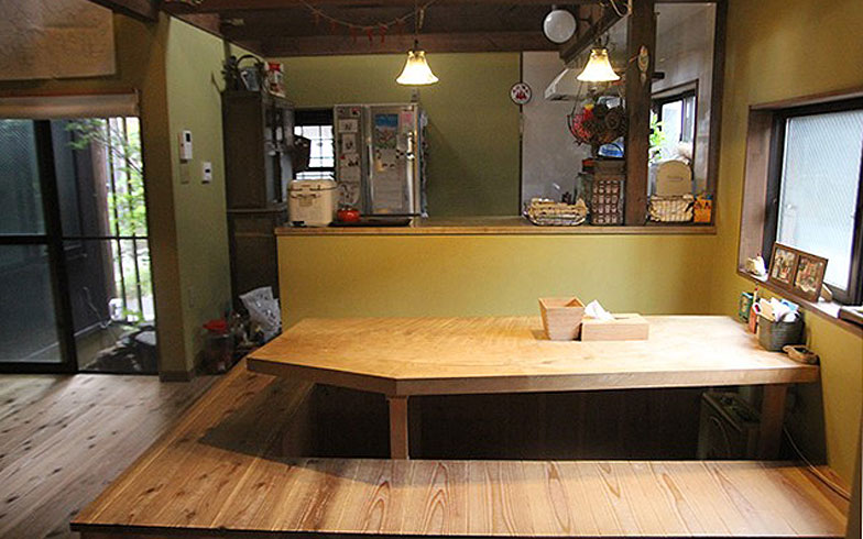 【画像5】長屋をリノベーションした今西さん宅のリビング(写真撮影/小野洋平)