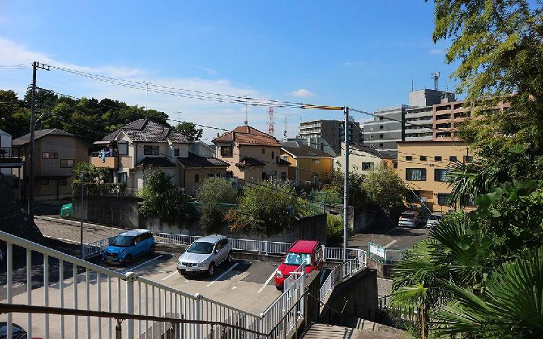 【画像5】丘陵地のため階段や坂が多い(写真撮影/小野洋平)