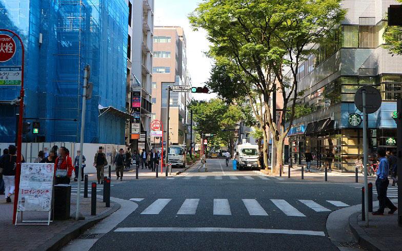 【画像7】ランチタイムには多くの会社員が訪れるマリノス通り(写真撮影/小野洋平)