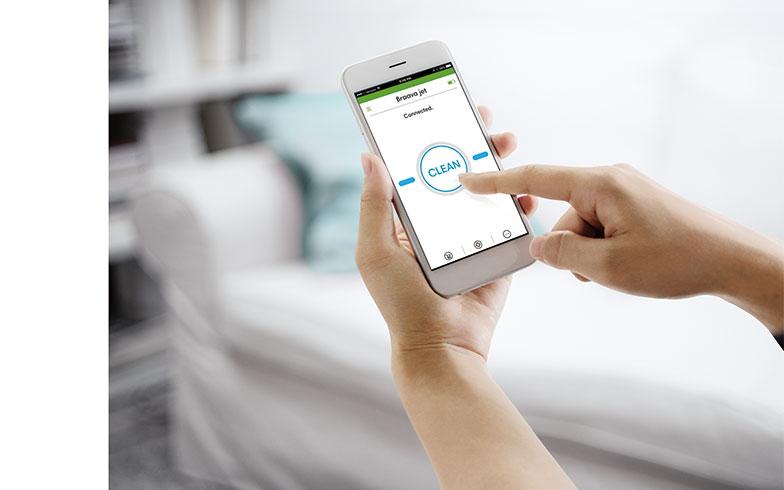 【画像4】スマートフォンのアプリ「iRobot HOME」の画面。Bluetoothで接続し、ブラーバ ジェットを動かすことができる。このアプリで、ブラーバ ジェットに好きな名前をつけることも可能(画像提供/アイロボットジャパン)