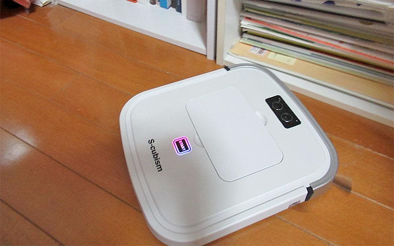【画像5】エスキュービズムの「ロボット掃除機」はとにかく薄型でコンパクト(写真撮影/近藤智子)