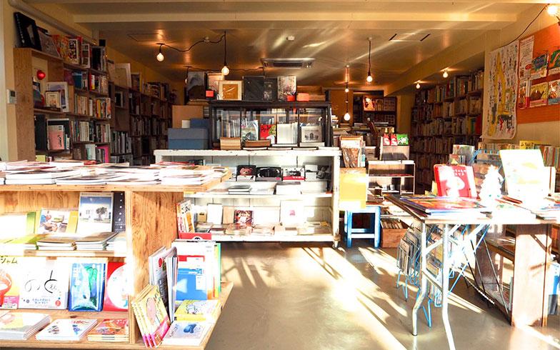 【画像5】1階にテナントに入っている、smokebooksは清澄白河にもお店があるおしゃれな本屋さん(画像提供/赤城真樹子さん)