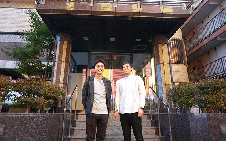 【画像7】左から渋谷純平さん(弟)渋谷洋平さん(兄)。4歳違いの兄弟で協力して大家業を営んでいます(写真撮影/蜂谷智子)
