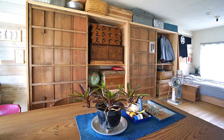 【画像5】セルフリノベーションでつくられたチョウハシさんの部屋は、古いものを巧みに利用した、個性的なインテリアが目をひく(写真撮影/蜂谷智子)