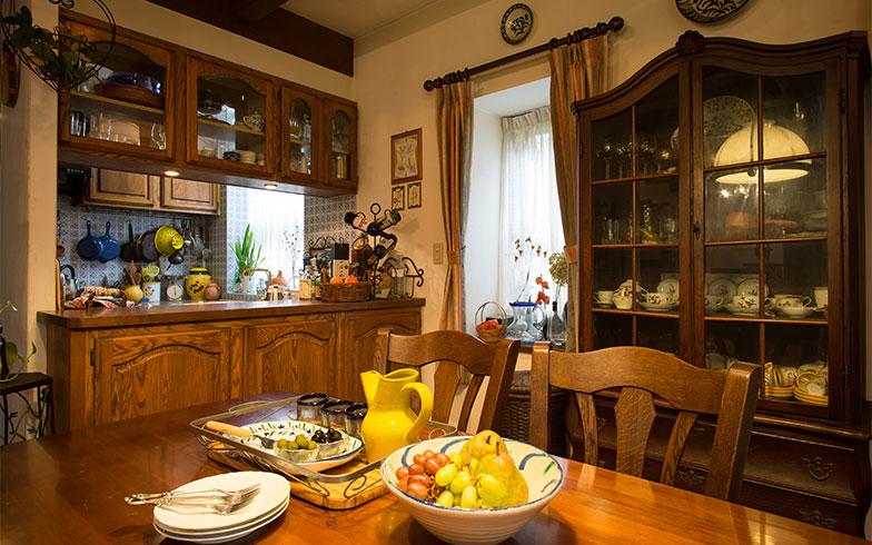 【画像14】木製家具の温かみあるダイニング&キッチン(写真撮影/片山貴博)