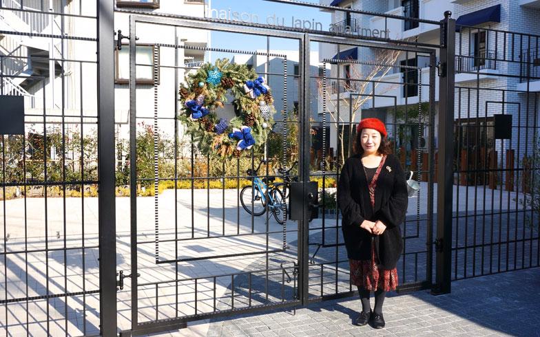 【画像5】「MDL Apartment」の大家さん、豊田亜古さん。MDLはメゾン・デュ・ラパン(兎の館)の略(写真撮影/蜂谷智子)