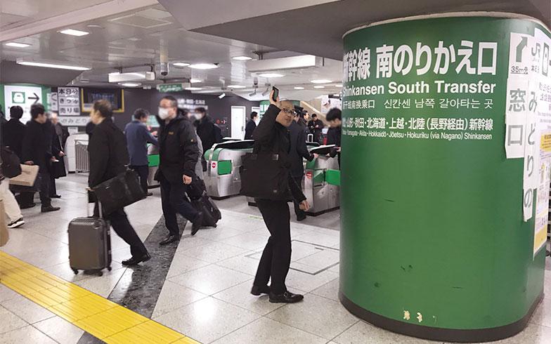 【画像5】新幹線で帰っていくSさん (写真撮影/宮崎林太郎)