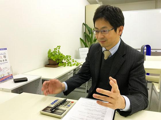 【画像1】老後に突入する前に「住まい」について持ち家にするか賃貸にするかじっくり検討すべきだと語る永田さん(写真撮影/山口俊介(BREEZE))