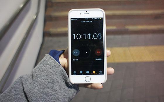 【画像5】マンション入口から駅舎の出入口までは「10:11」。改札の到着時間は「11:38」でした。
