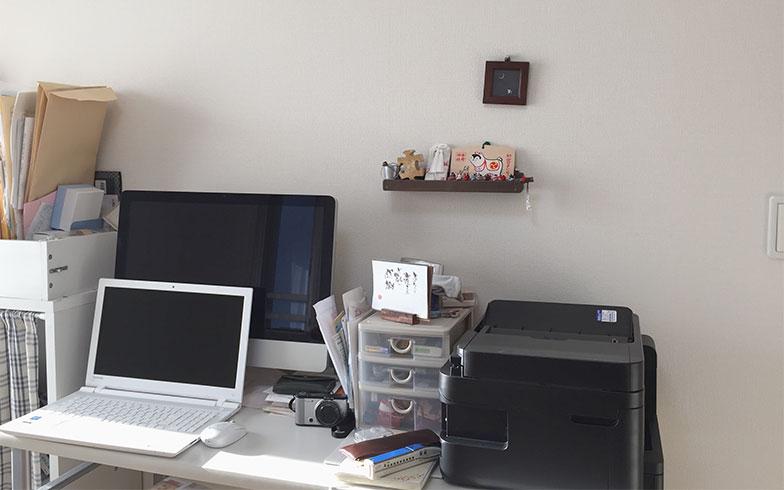 【画像7】子どもが寝付いた後など、落ち着いて仕事ができるときには、別室にある自分の作業机で(写真撮影/株式会社JAM STORE)