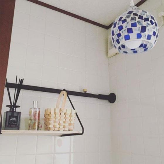 【画像5】ドローアラインを使って、お手洗いにモダンなテイストの棚を作成(画像提供/nana to hatiさん)