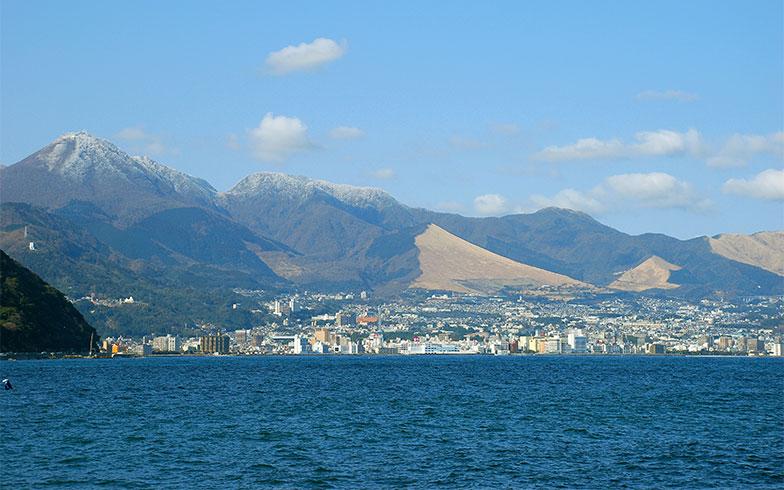 【画像2】海側から眺めた別府市(写真提供/別府市観光協会)
