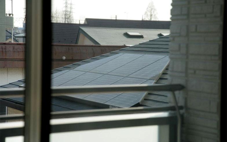 【画像13】ソーラーパネルが最初から設置されている(写真撮影/大嶺 建)