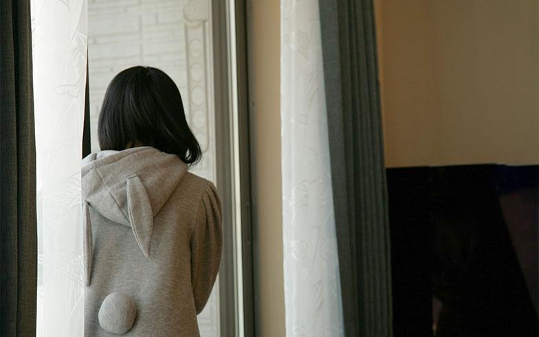 【画像15】窓はなんとガラスが二重になっており、外の冷気が入りづらくなっている。外側にガラスがあるため、内側の窓には水滴ができずカビの心配もない(写真撮影/大嶺 建)