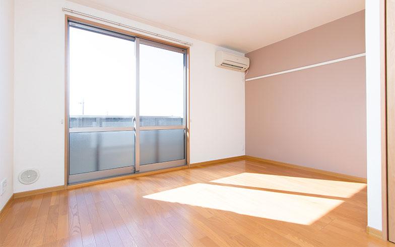 日当たりが良すぎるのも考え物。特にタワーマンションの上層階では夏場の室温が急上昇することも(写真/PIXTA)