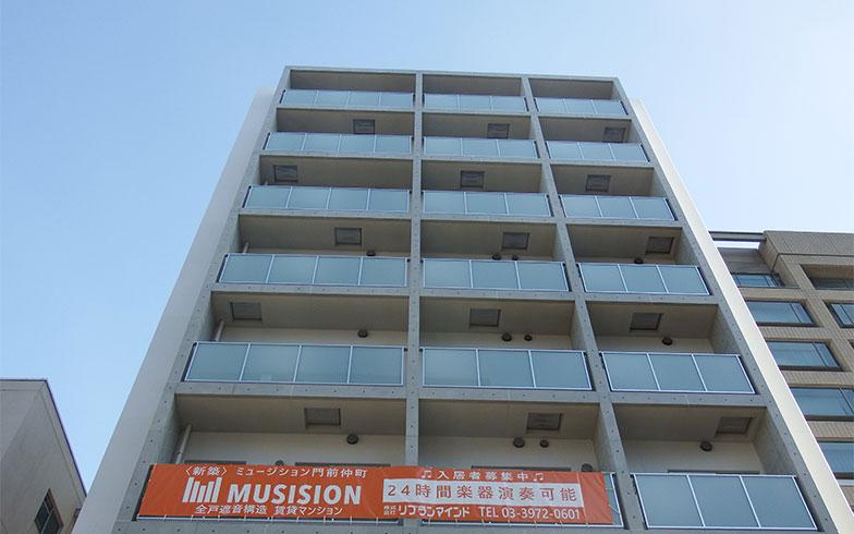 新築されたばかりの「ミュージション門前仲町」。初期のミュージションは1Kタイプの部屋だけだったが、新しい物件では1LDKも増やしている(写真撮影/織田孝一)