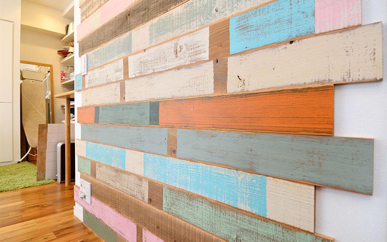 「かわいい色合いの床材が貼られたこのスペースは、撮影のバックで使われるくらい大活躍しているんですよ」と落合さん(写真撮影/内海明啓)