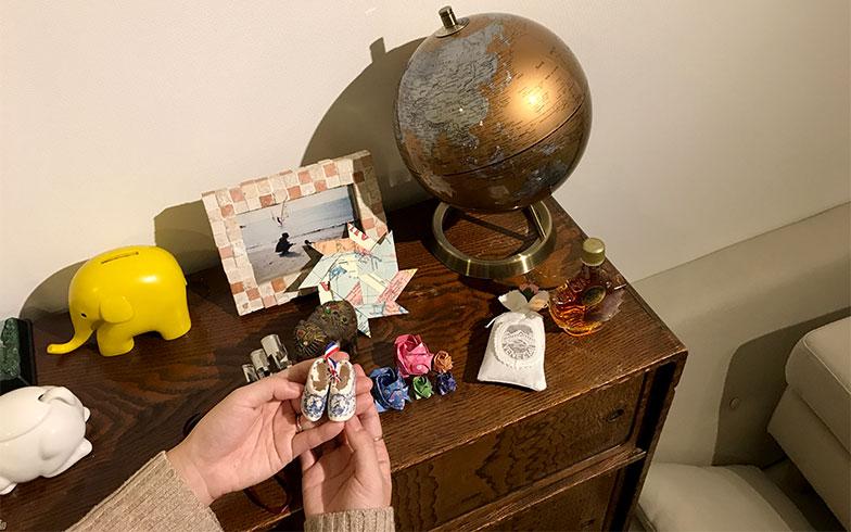 ゲストが持参したお土産の数々。そのひとつひとつに思い出が詰まっている(写真撮影/宮崎 林太郎)