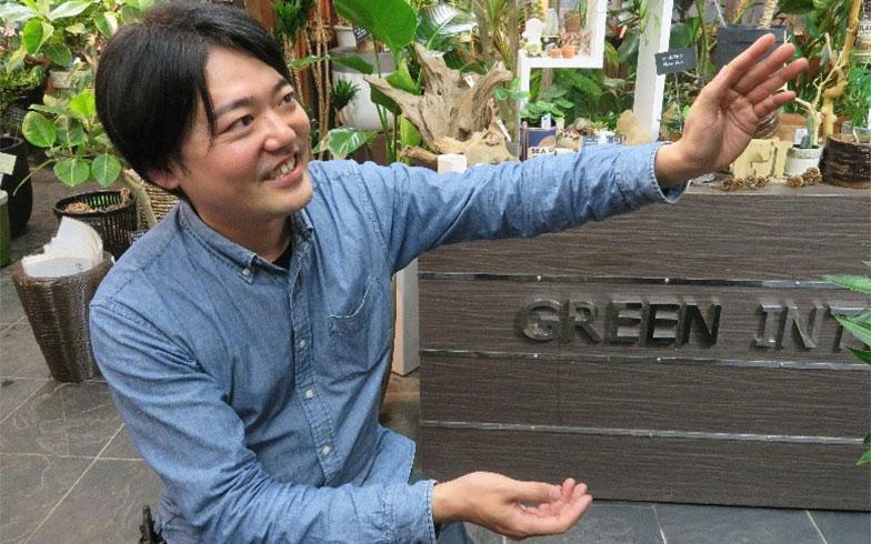観葉植物のことを「ペットのように世話をしてあげてほしい」と語る真下さん(写真撮影/近藤宏美)
