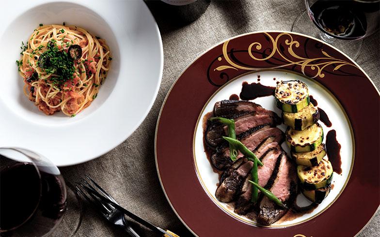 「鴨肉のロースト~ぶどうとバルサミコのレデュークション & 冷製ツナソースパスタ~プッタネスカ風」。こんな料理が簡単につくれるなんて!(画像提供/株式会社ブレンド)