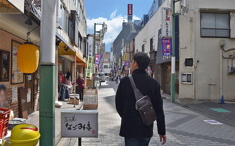 行きつけの飲み屋が並ぶ北口(写真撮影/小野洋平)