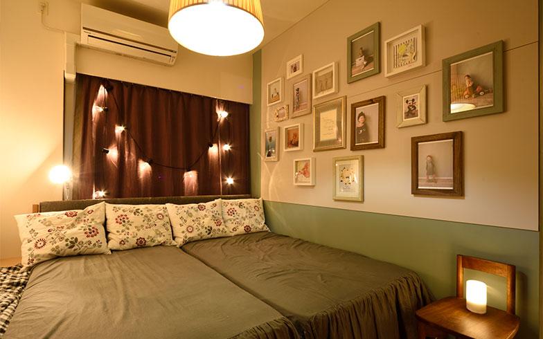 寝室の壁には田中さんが撮影したこまちゃんの写真がたくさん(写真撮影/山出高士)