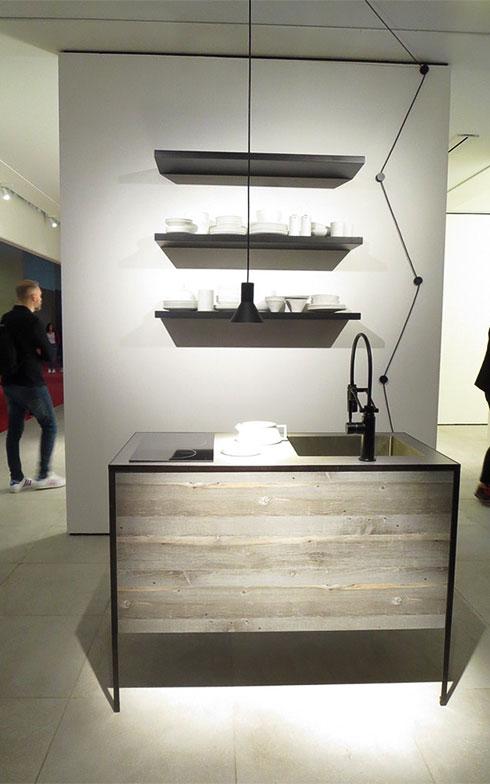 『PATTINA COMPACT』キッチンを演出するのは、イタリア・Davide Groppi(ダビデ・グロッピ)の照明(写真撮影/藤井繁子)