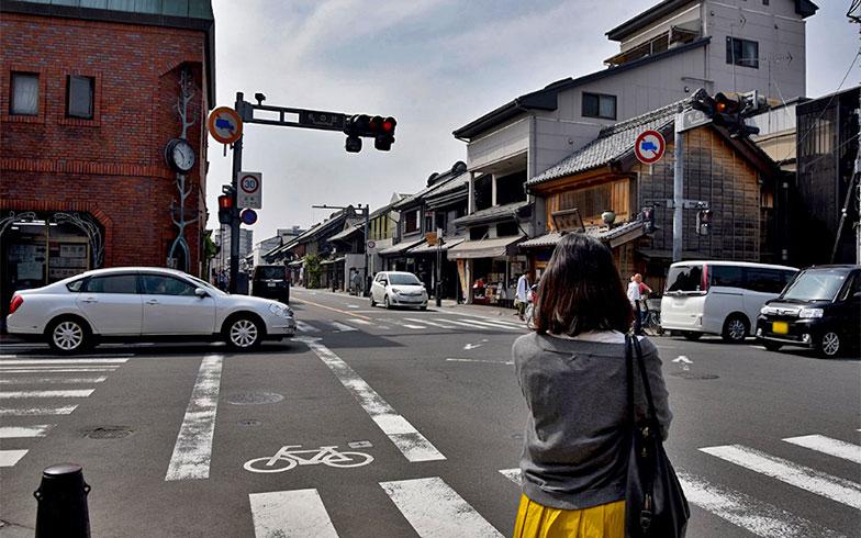 蔵造りが単なる見世物ではなく、現在も人が住んでいるからこそ尊いと語る櫻井さん(写真撮影/小野洋平)