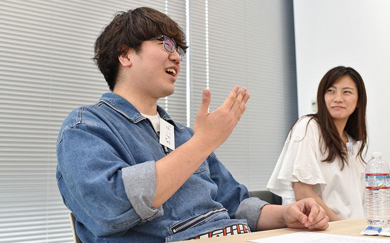 両親の喧嘩はラジオだったと、独特の経験談を語るポインティ氏(写真撮影/榎並紀行)