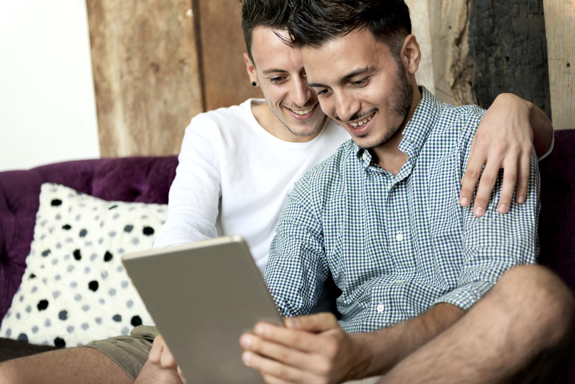 同性カップル調査[2] 家探しをする際、不動産会社にカミングアウトをする人は約3割