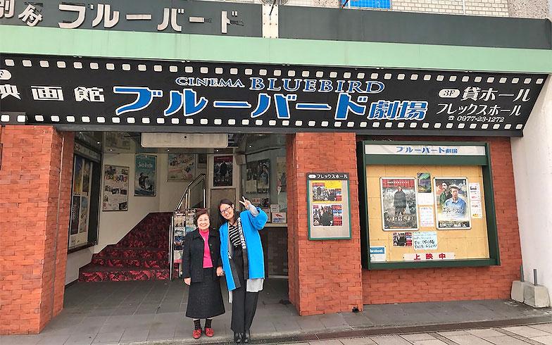 もともと移住希望ゼロだった森田さん。この映画館の外観に魅せられて人生が一変した(写真提供/森田真帆)