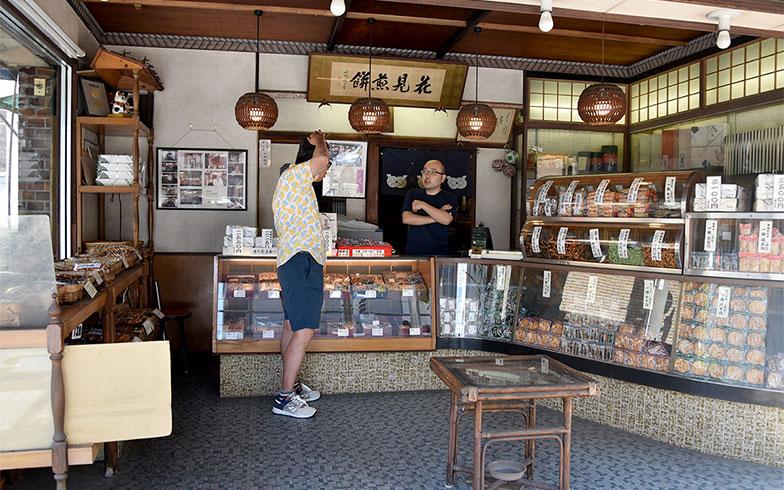 昭和28年創業の老舗。ちなみに「空想カフェ」ではコーヒーのお供にこちらの煎餅を添えている(写真撮影/小野洋平)