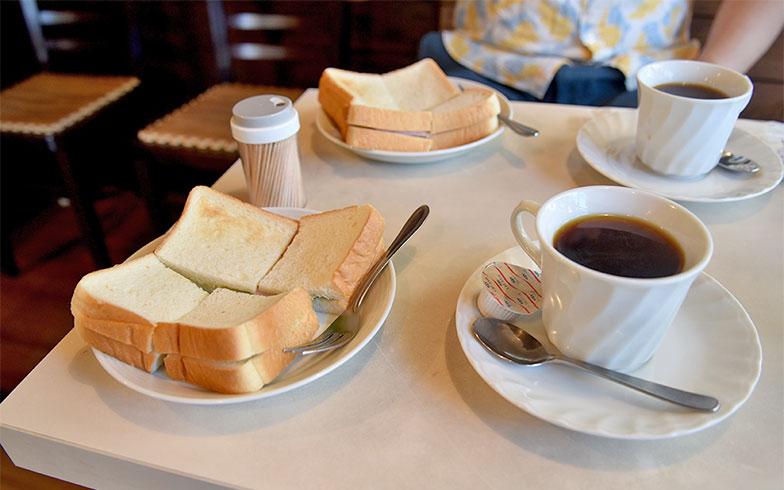 コーヒー350円。サンドイッチ1個250円(写真撮影/小野洋平)