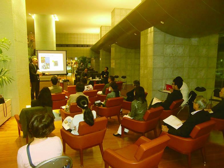 ビジョン策定に向けた活動の一環として有識者を招聘して開催されたパネル検討会(写真撮影/中垣美沙)