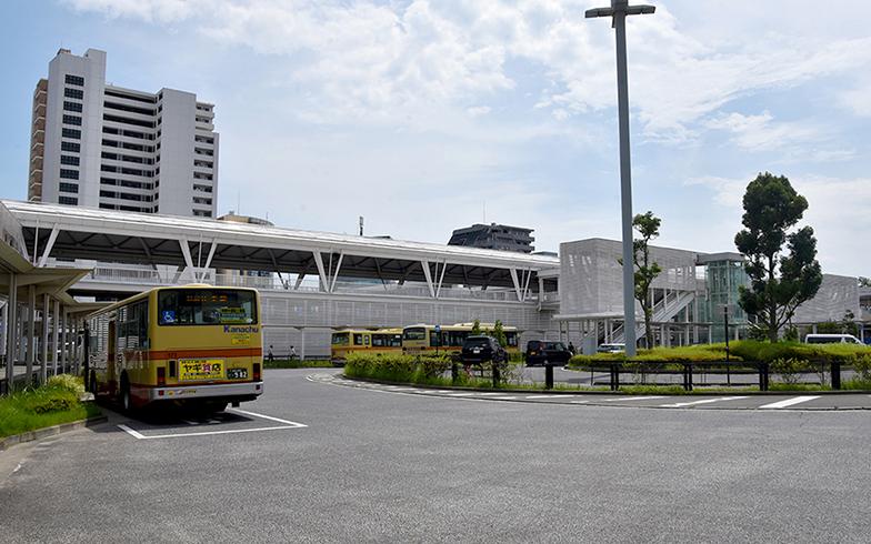 駅前広場はキレイに整備され、広々としている(写真撮影/小野洋平)