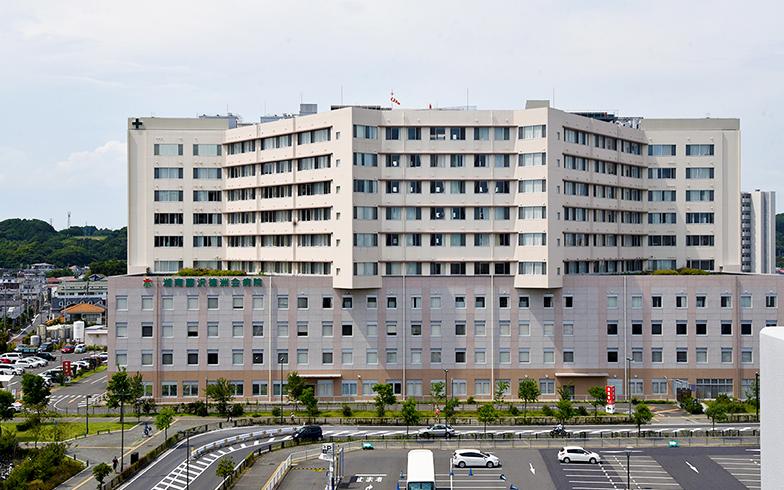 テラスモールの裏側に立つ湘南藤沢徳洲会病院(写真撮影/小野洋平)
