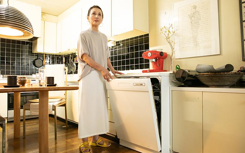 のちに導入された食洗機はスウェーデンの『ASKO(アスコ)』製、「60cm幅の大型で、お鍋も入るところが助かるんです」(写真撮影/片山貴博)
