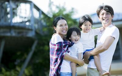 共働き夫婦の理想の休日。ママは「一人で」パパは「家族と」自宅で過ごしたい…