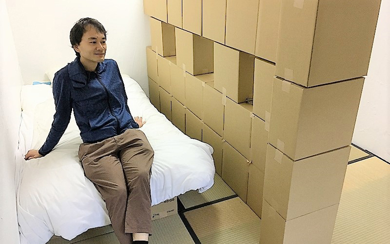 小寺さんと段ボール個室(画像提供/段ペディア)