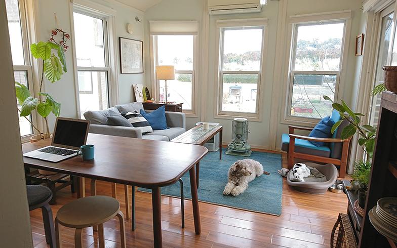 室内の様子。ときには家具を一から製作し、空間を有効活用している(画像提供 鈴木菜央さん)