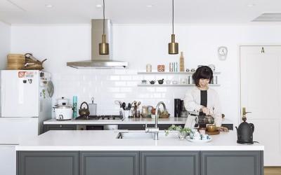 暮らしのエッセイスト・柳沢小実さんの美しい収納と家づくり その道のプロ、こだわりの住まい[2]