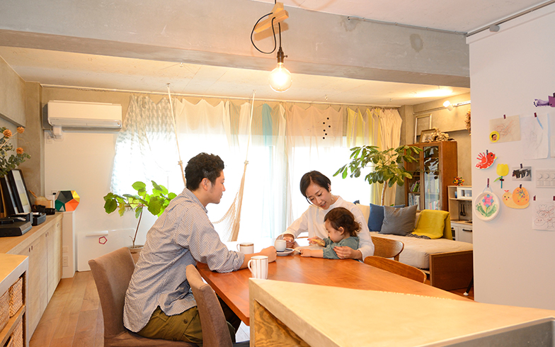 テーマのある暮らし[6] 設計に参加してリノベーション! 三角形のキッチンで流れる空間の家