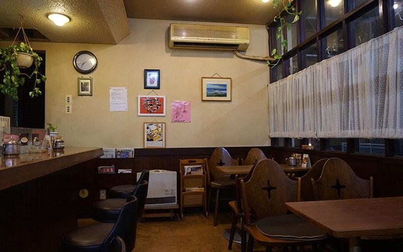 2018年8月営業当時のPOTの店内。記事トップの写真にある赤いポットは、もともとの喫茶店「POT」の象徴的なアイテムで、こちらも商品になる(家具(椅子・テーブル)は販売対象外)(写真提供/村田龍一さん)