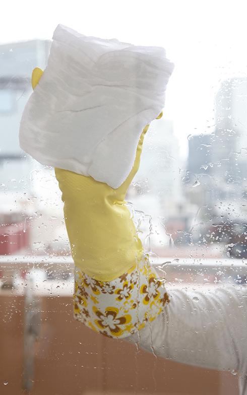 したたる状態の雑巾で洗い拭き(画像提供/近藤典子Home&Life研究所)