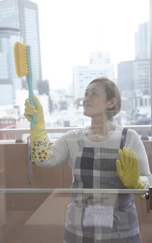 網戸は洗車ブラシでブラッシングするだけ!(画像提供/近藤典子Home&Life研究所)