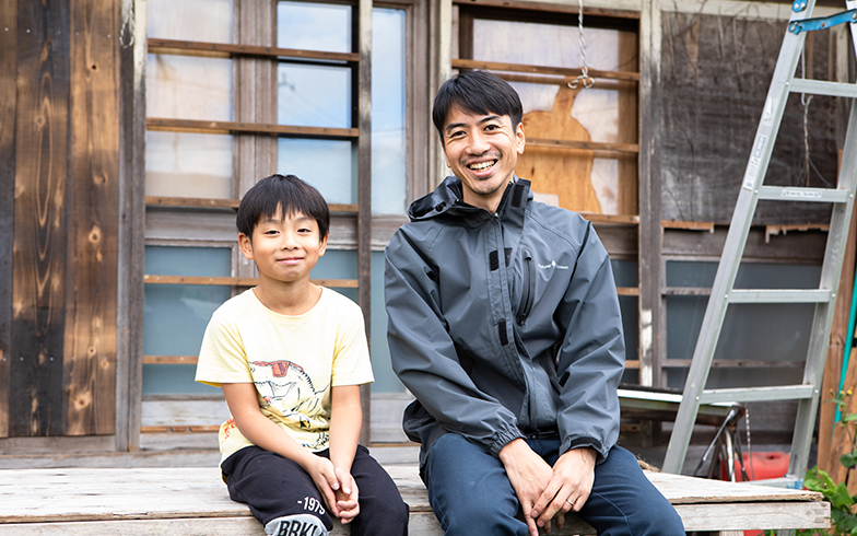福島新次さんと次男の塔七くん(写真撮影/片山貴博)