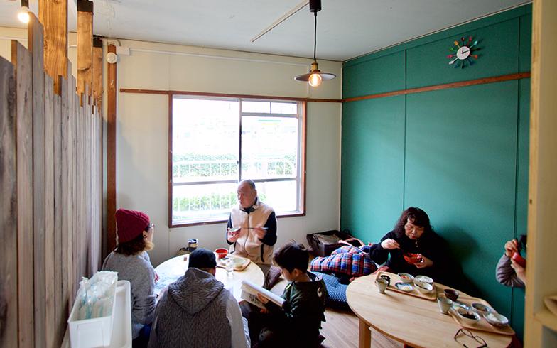 お昼時にはお客さんで満席に。写真は北側の客席(写真撮影:井村幸治)